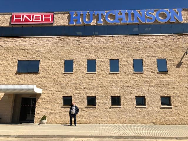 Armando Mozota en las instalaciones de Hutchinson Nichirin